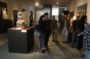 エキゾチックな表情の弥勒菩薩像、観音菩薩像などが並ぶコーナーを経て、「道遥か展」など平山郁夫画伯の作品と対面します